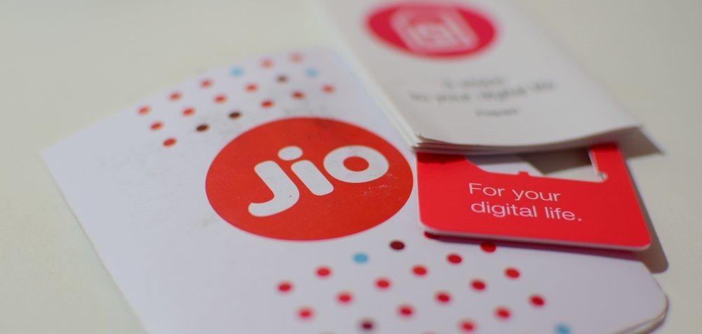 Jio-SIM-Card-Reliance-Jio-LYF[1]